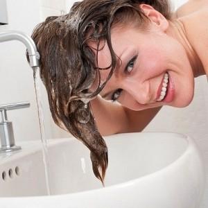 goi dau 2 1 300x300 Bí quyết chống rụng tóc