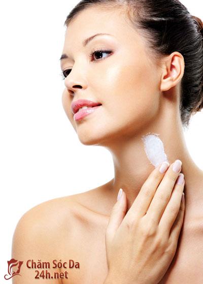 6 bước chăm sóc da cổ mềm mại