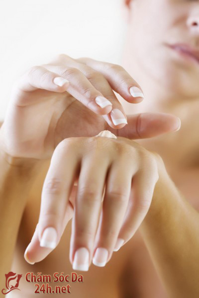Làm sao để màu sơn móng tay được bền lâu?
