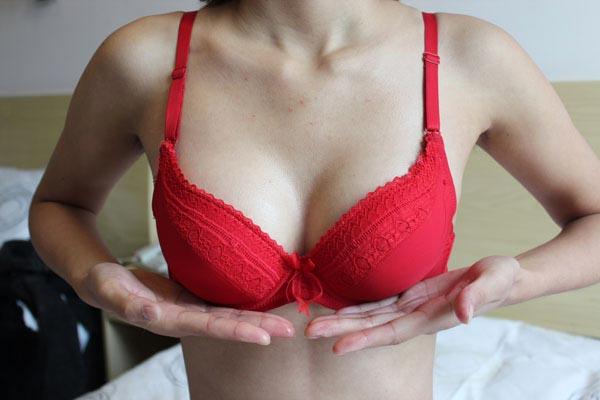 Sở hữu một bộ ngực căng tròn và đầy...