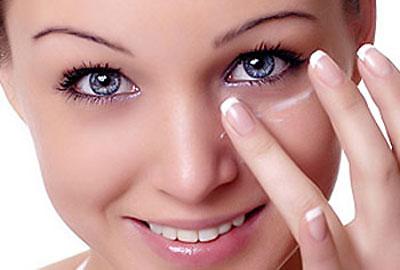Chế độ chăm sóc da quanh vùng mắt
