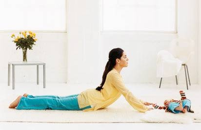 Bài tập chống đau lưng, mỏi cổ cho mẹ sau sinh