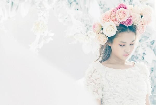 Làn da tươi tắn mềm mại nhờ dưỡng da bằng hoa hồng, hoa cúc
