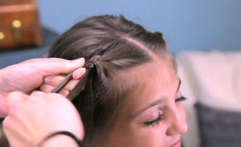 Tết tóc hình hoa, kiểu tết tóc không cần phụ kiện