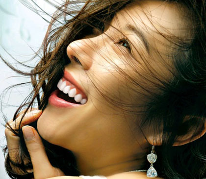 Tránh xa những thói quen không tốt cho hàm răng xinh của bạn