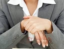 Lòng bàn tay, bàn chân luôn bị lạnh là biểu hiện của bệnh gì ?