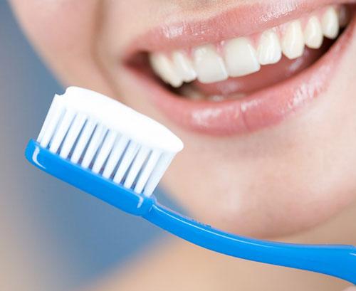 Cách làm trắng răng đơn giản