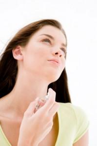 Sử dụng nước hoa thơm lâu