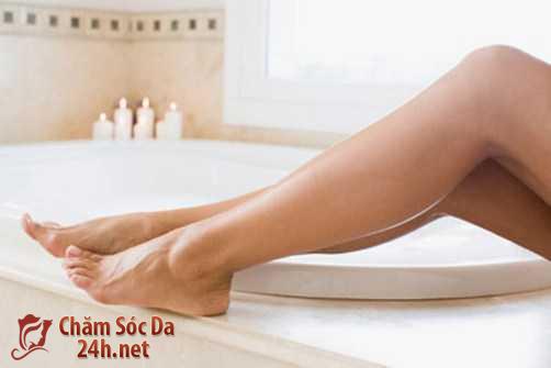 Chăm sóc da chân mịn màng từ muối hột