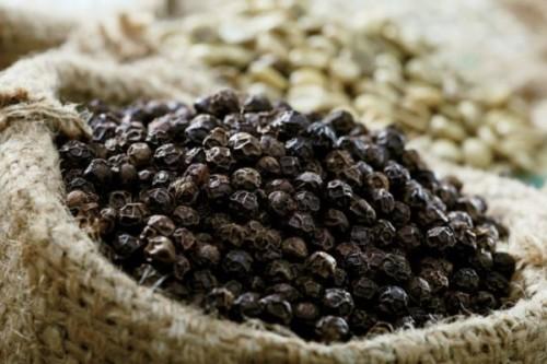 Xua tan mụn nhờ hạt tiêu và muối