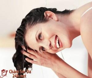 Các bước chăm sóc mái tóc trong ngày mưa
