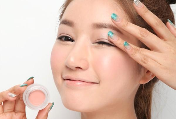 Đẩy lùi quầng thâm, sưng bọng mắt với những tips rẻ tiền và đơn giản 5