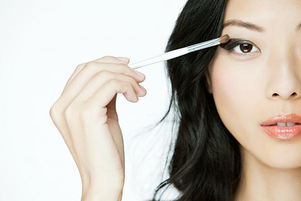 Mẹo tiết kiệm thời gian khi trang điểm đi làm | làm đẹp, Trang điểm nhanh, Học trang điểm, bí quyết, gội đầu