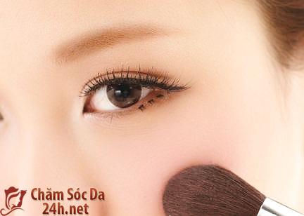 Gương mặt bừng sáng và xinh xắn chỉ với 6 bước trang điểm theo phong cách nhẹ nhàng