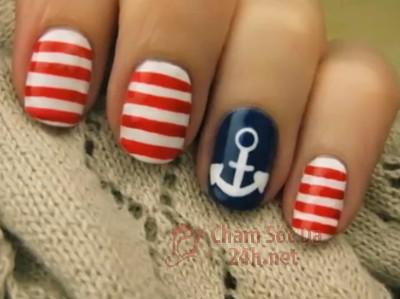 Xinh xắn cùng vẽ móng tay thời trang thủy thủ