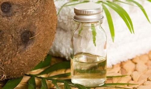 Chăm sóc tóc luôn suôn mượt với dầu dừa